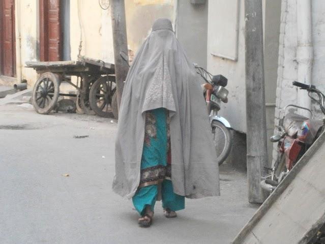 3. Burka syle- jena s burka (obiknoveno sa ot etnosa pashtun)