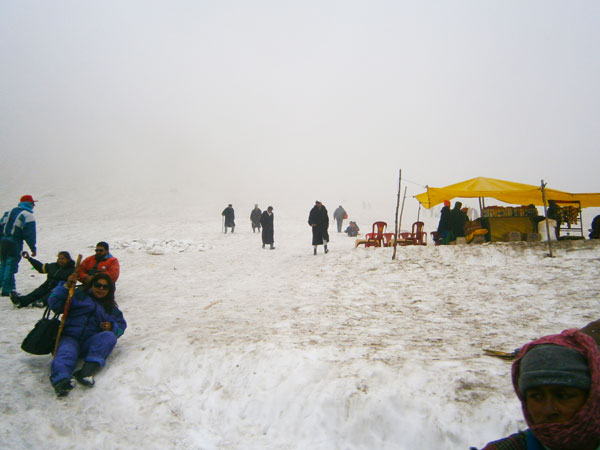 5. Indian Turist Enjoing the Snow